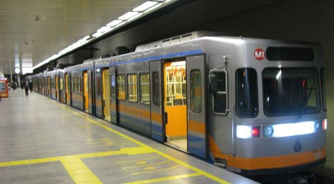 Из аэропорта до города можно добраться на метро