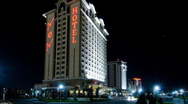 Отель WOW Airport Hotel 4* расположен всего в 5 минутах езды от аэропорта