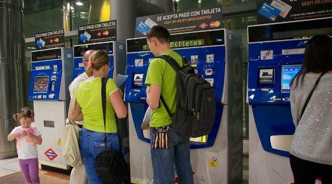 Из аэропорта на метро можно добраться в самый центр столицы