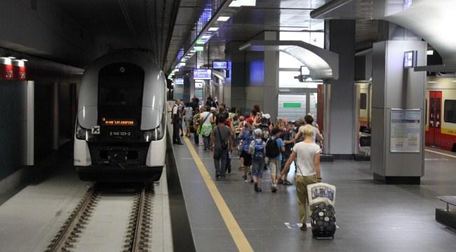 Поезд из аэропорта Шопена в Варшаве