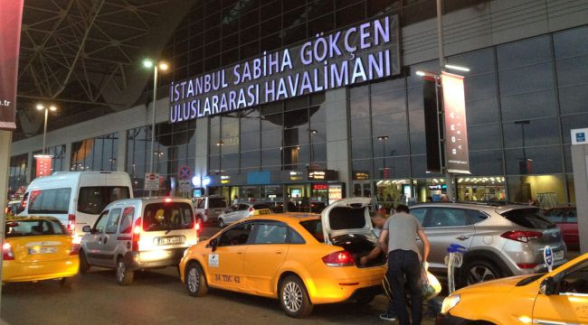 Стоянка такси, аэропорт Сабихи Гекчен в Стамбуле