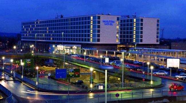 Maritim Hotel находится в пешей доступности от аэропорта