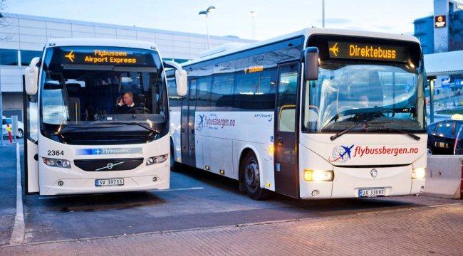 Шаттл-басы компании Flybussen в аэропорту Осло