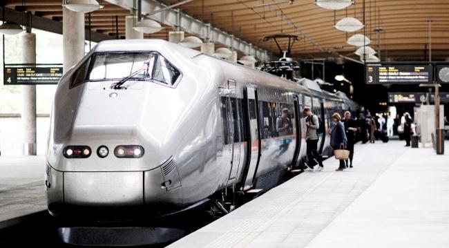 Поезд экспресс Flytoget в аэропорту Осло