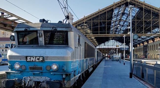 Поездом из аэропорта Прованс в Марселе