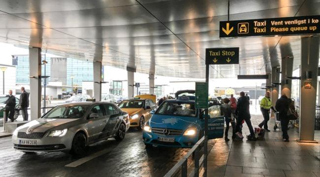 Такси у терминала №3 аэропорта Каструп