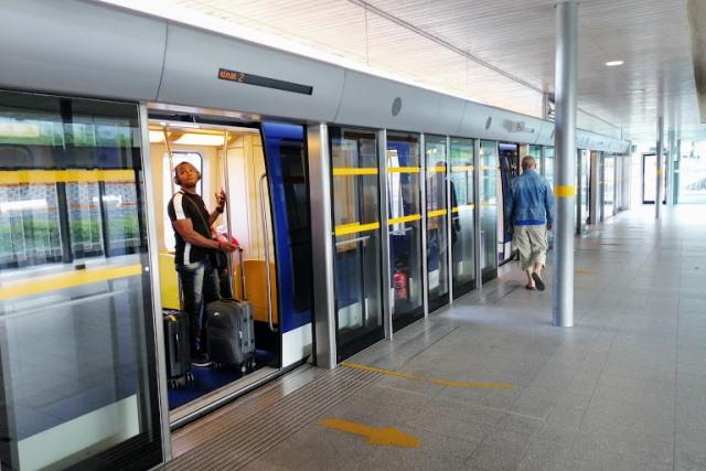 Мини метро в аэропорту Парижа