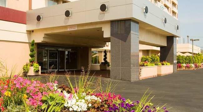 Отель Radisson JFK Airport поблизости аэропорта