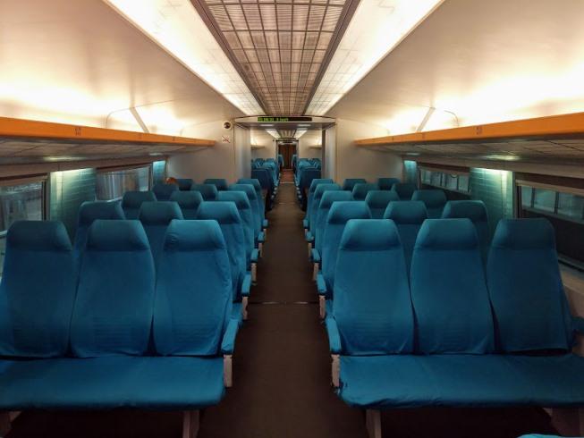 Внутри поезда Маглев из аэропорта Шанхая