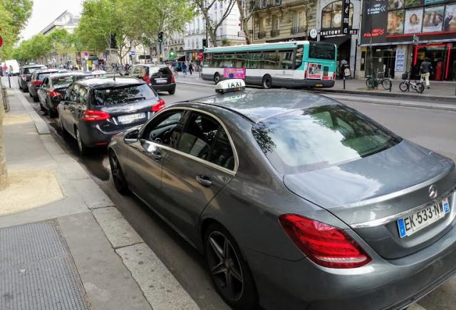 Такси в центре Парижа