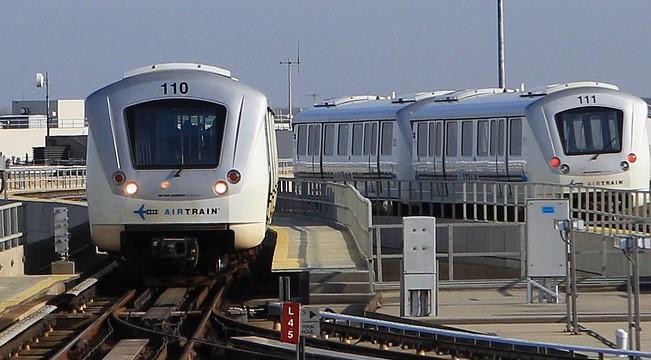 Поезда AirTrain в аэропорту Джона Кеннеди