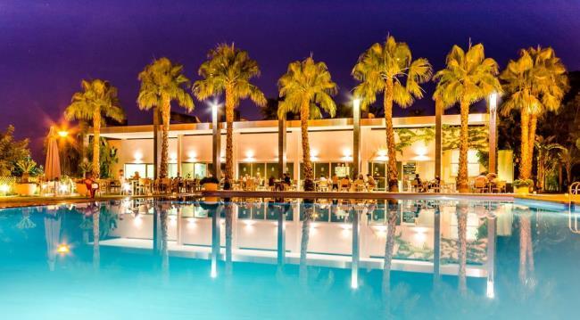 Отель El Plantío Golf Resort рядом с аэропортом