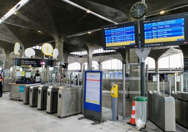Станция RER в аэропорту Шарль де Голль