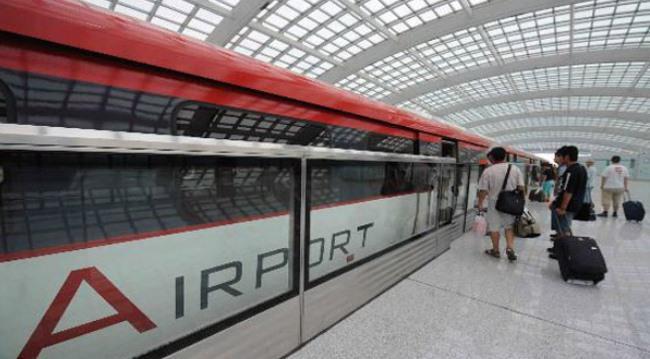 Поезд экспресс в аэропорту Шоуду