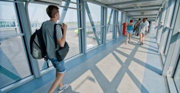 Добраться из аэропорта Толмачево