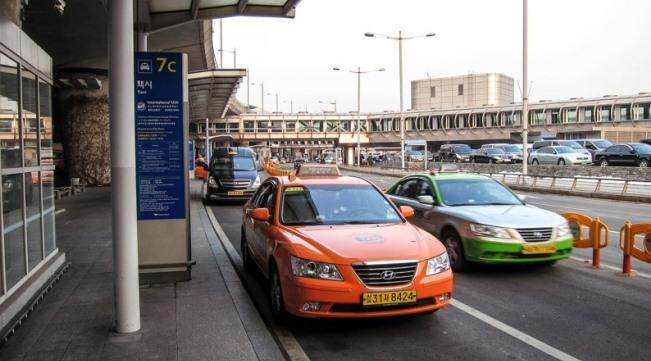 таксисты в аэропорту Сеула
