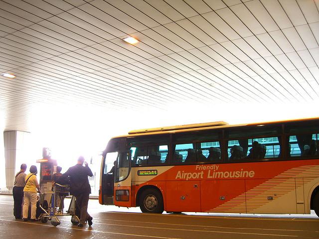 Самый бюджетный вариант трансфера до Токио - автобус