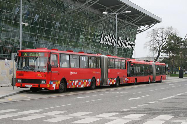 автобусы в аэропорту Братиславы