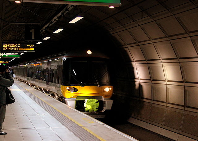 станция HEATHROW EXPRESS