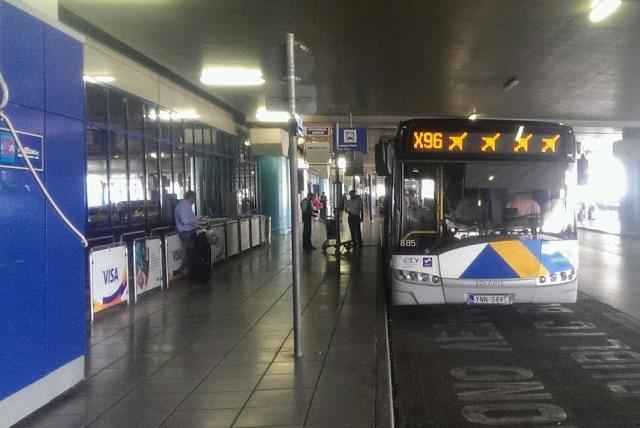 Автобус в аэропорту Афин
