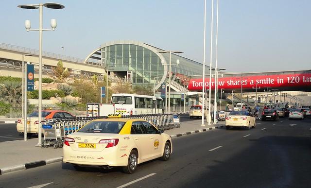 Стоимость посадки в такси в аэропорту Дубая дороже, чем в самом городе