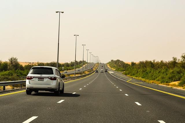 Доехать из Абу-Даби в Дубай можно за полтора часа