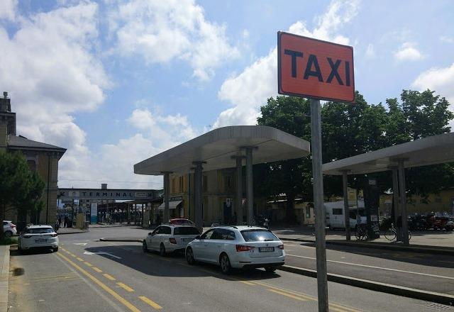 Стоянка такси в Италии