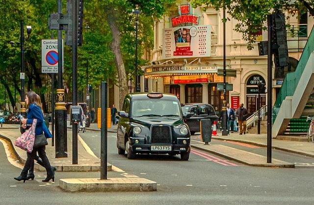 такси на улицах Лондона