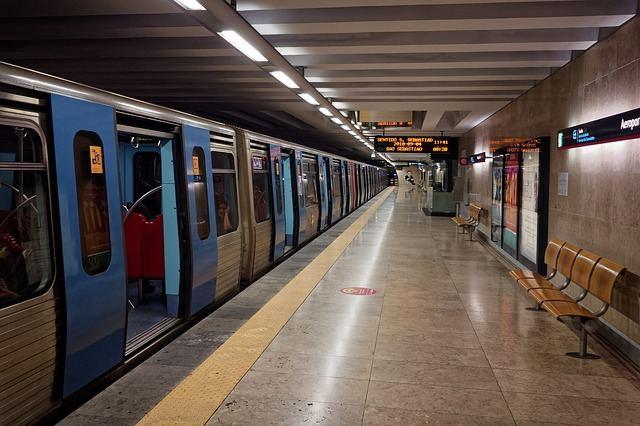 Метро из аэропорта Портела