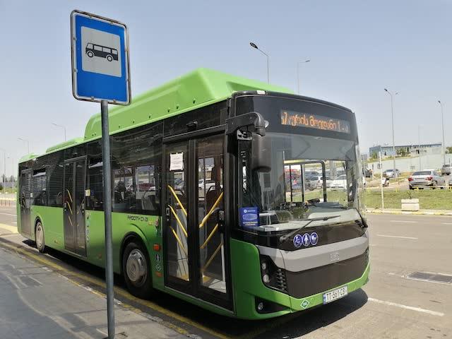 Автобусы в аэропорту Тбилиси