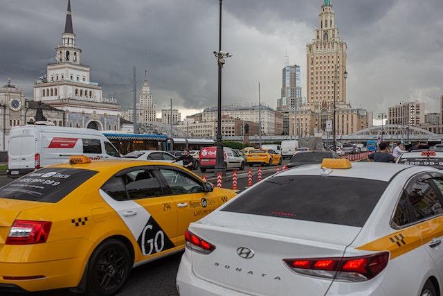 Такси из Внуково в Москву