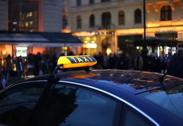 Такси на улице Белграда